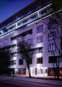 Warszawa ul.Leszczyńska budynek mieszkalny elewacja z kamienia