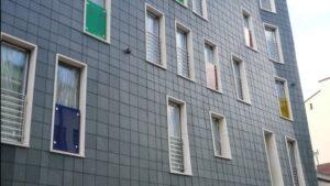 Budynek mieszkalny Kielce ul. Wspólna - elewacja z łupka