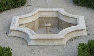 Kamienna fontanna z piaskowca