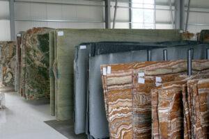 Materiały zagraniczne kamienie importowane