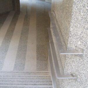 Warszawa ul.Dzielna budynek biurowy posadzki kamienne