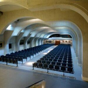 Sala zgromadzeń posadzki kamienne wykończenia wewnętrzne w kamieniu
